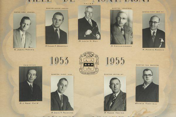 Le conseil municipal de 1953 à 1955. Maire: Louis-O. Roy. Conseillers: Charles A. Bergeron, Patrice Coriveau, Louis Fournier, Arthur Lacroix, Maurice Marquis, Joseph Paradis, Hervé Vézina. Greffier: René Côté.
