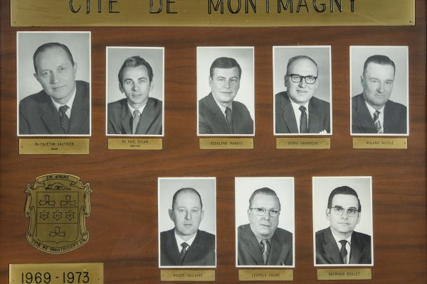 Le conseil municipal de 1969 à 1973. Maire: Cajetan Gauthier. Conseillers: Rodolphe Marois, Denis Gaudreau, Roland Nicole, Roger Dallaire, Léopold Gagné, Raymond Boulet. Greffier: Paul Dolan.